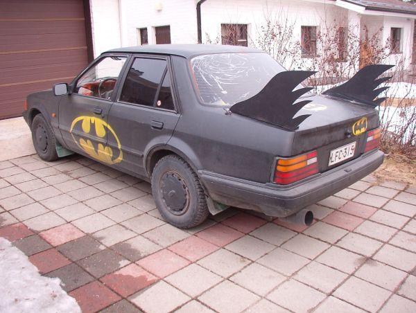 Tournoi de la Licorne 2011 Batmobile-babe-magnet