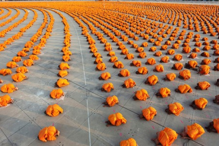 Buddhist Devotion at the Dhammakaya Temple