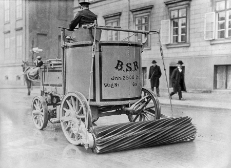 Street Sweeper Berlin 1907