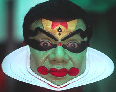 kathakali-artist-makeup-kerala