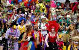 mardi-gras-crowd